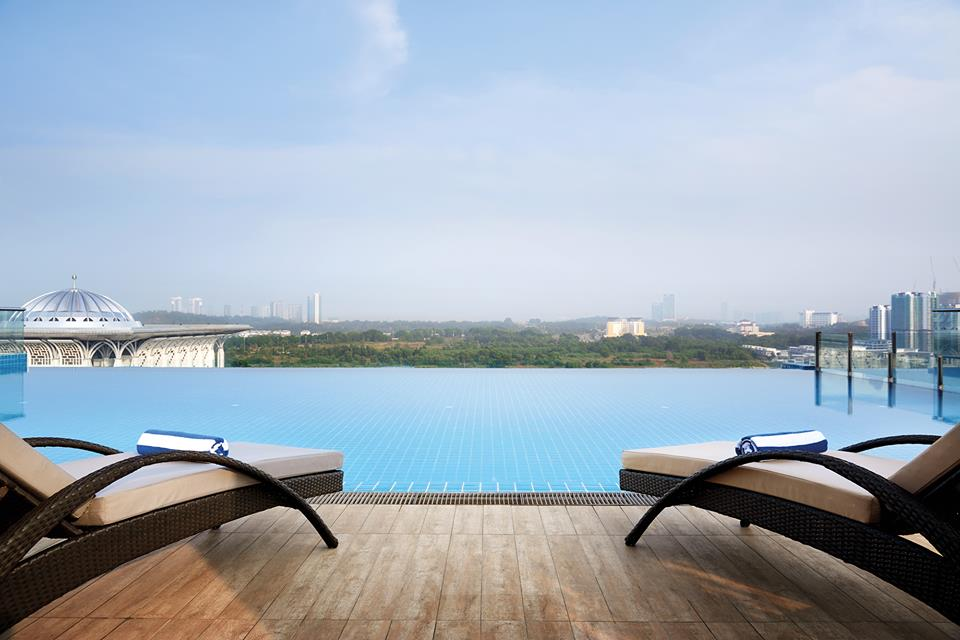 DOrsettPutrajaya - Infinity Pool at RoofTop